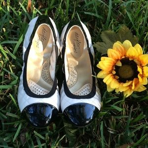 🌻Black and quilted cream flats🌻